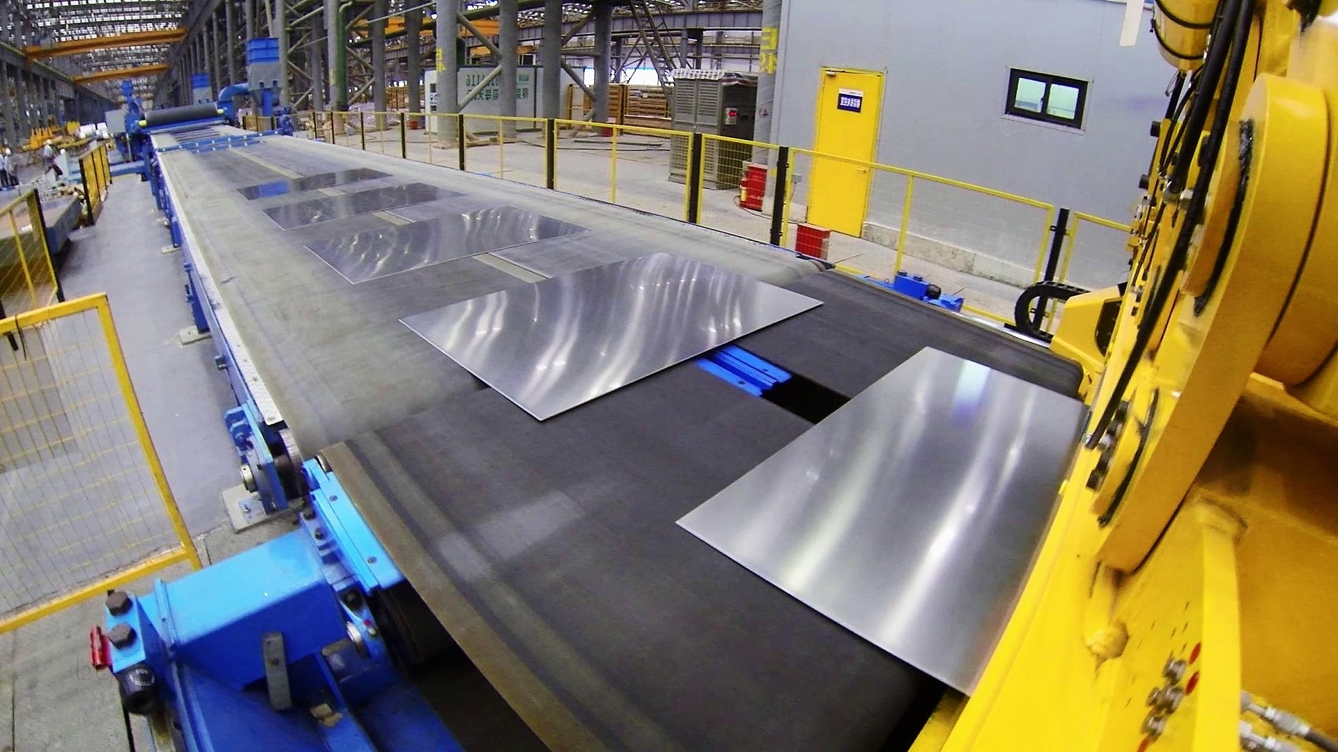 Sheets coming out from Coil Cut-To-Length Line